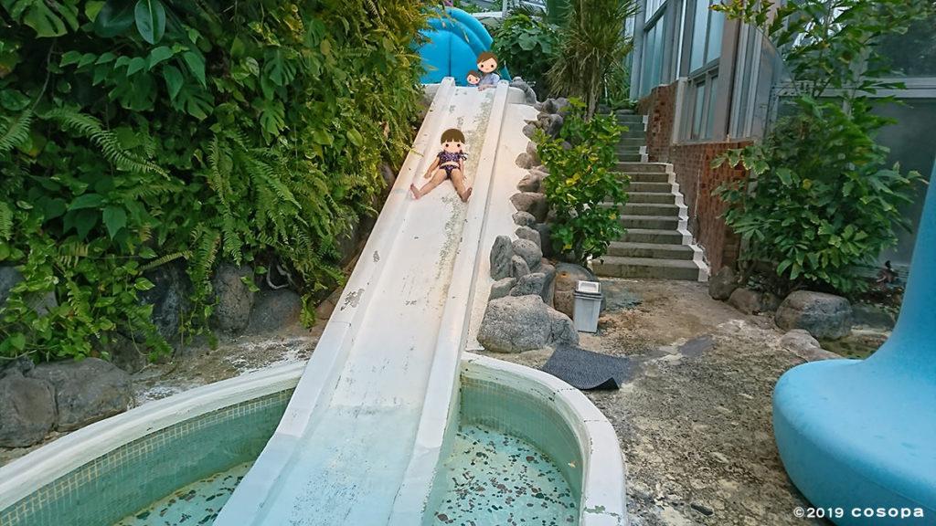 ジャングルスパのスライダーは塗装が取れていて少し年季の入った感じですが子どもは大はしゃぎです。
